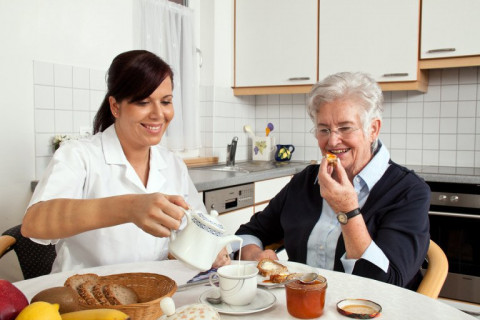 4 Tips to Help a Loved One Who Has High Uric Acid Levels