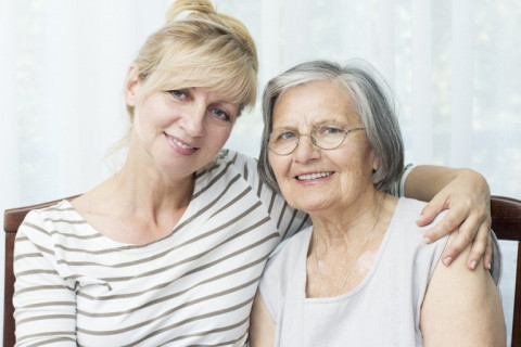 Taking a Cue from Montessori Programs in Your Elder Care Plan for Seniors with Dementia